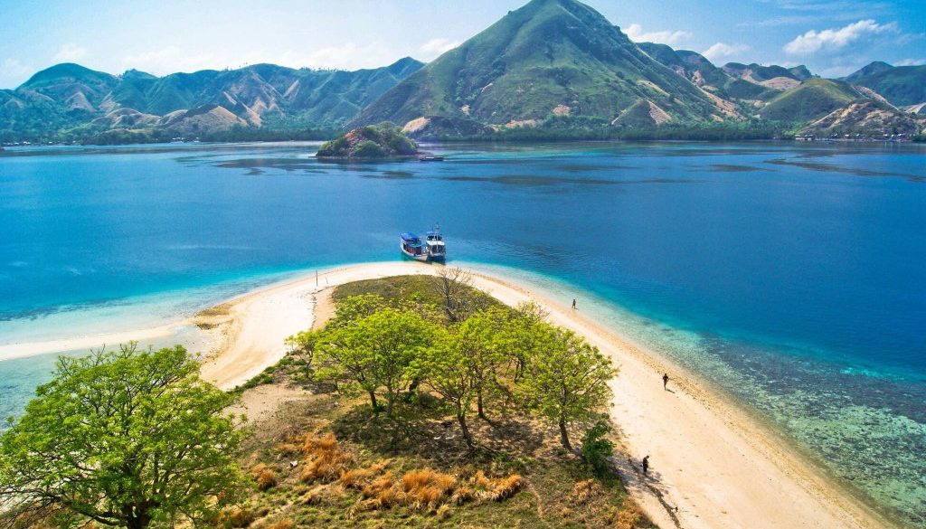 komodo island travel - kelor island